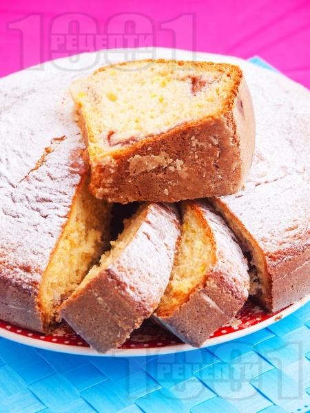 Пухкав кекс със сладко от вишни - снимка на рецептата